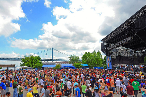 A full crowd enjoys spring weather and great music at The Roots Picnic. CREDIT: M. KENNEDY FOR VISIT PHILADELPHIA