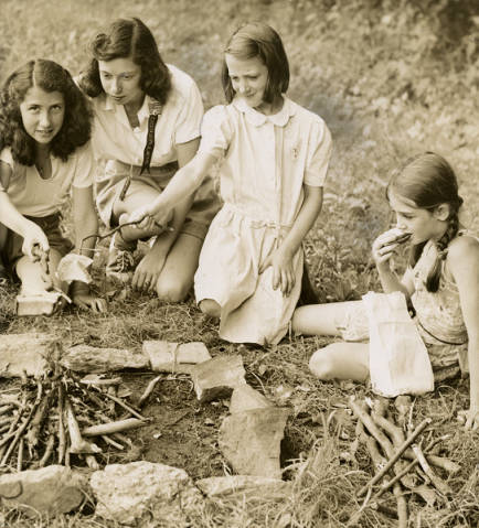Camp – Red Cross marshmallow 1941