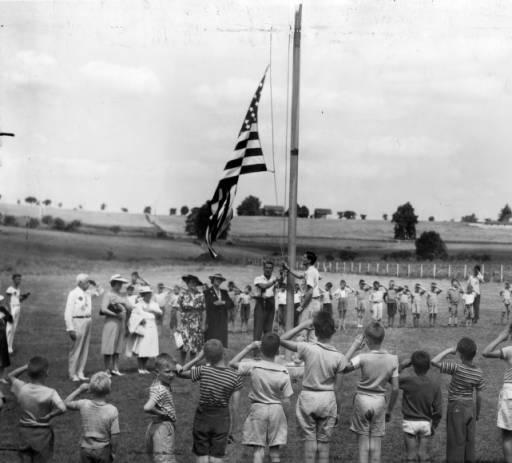 Camp – sunshine flag ceremony