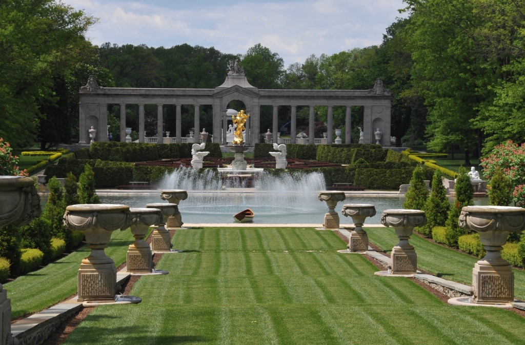 REFLECTING_POOL_AT_NEMOURS_MANSION,_DELAWARE