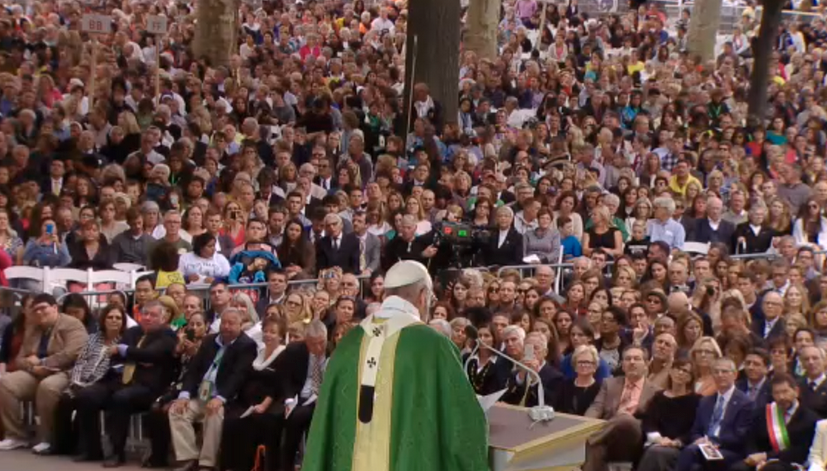 Pope Francis delivers mass before hundreds of thousands on the Parkway.