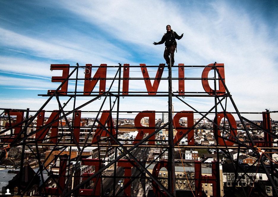 The sign is back at the Divine Lorraine.