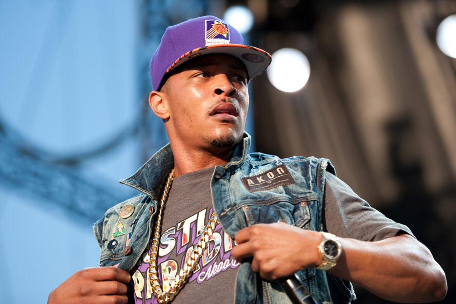 T.I._performing_in_concert,_wearing_a_Phoenix_Suns_cap