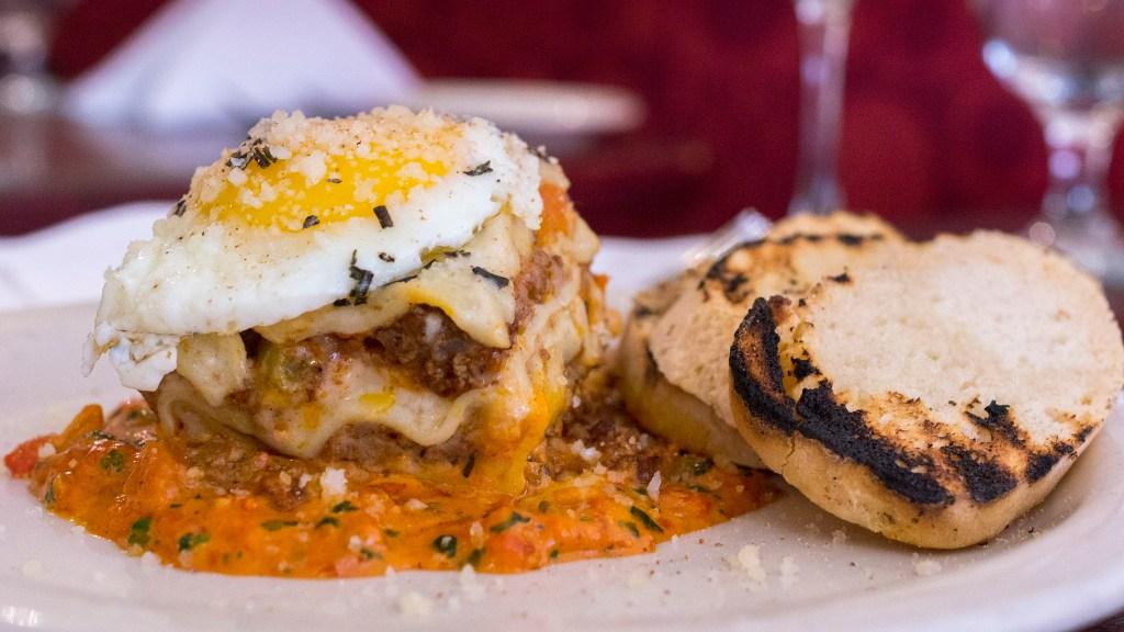 Lasagna at Modo Mio
