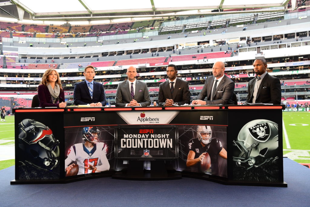 Suzy Kolber, Steve Young, Matt Hasselbeck, Randy Moss, Trent Dilfer and Charles Woodson on the set of Monday Night Countdown