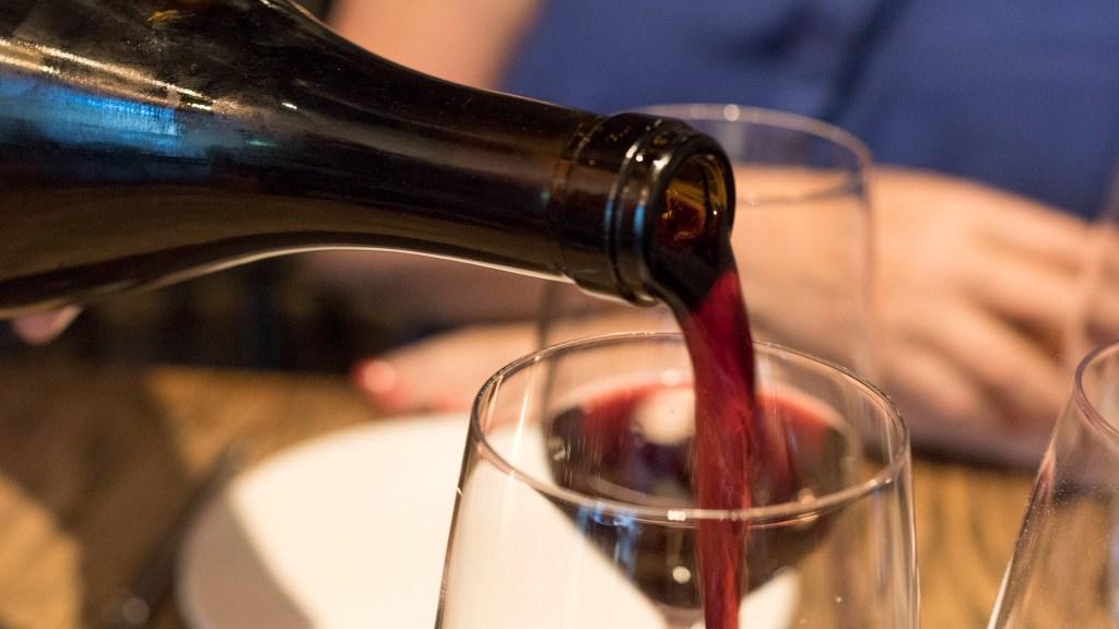 highstreet-ladivisa-creditdanyahenninger-winepour-crop