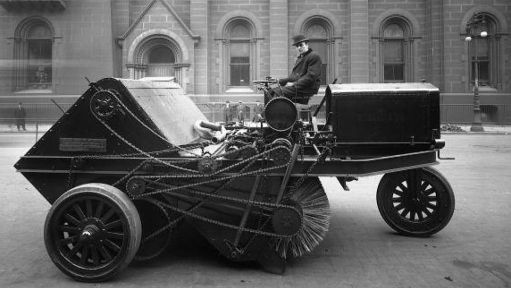 An Elgin motor sweeper in Philadelphia, 1917