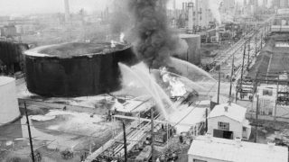 Explosion at the Gulf Oil Refinery in Philadelphia, Sunday, August 17, 1975.