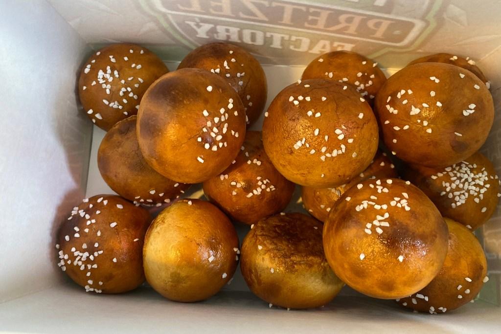 pretzelfactory-cheesesteakbites-02