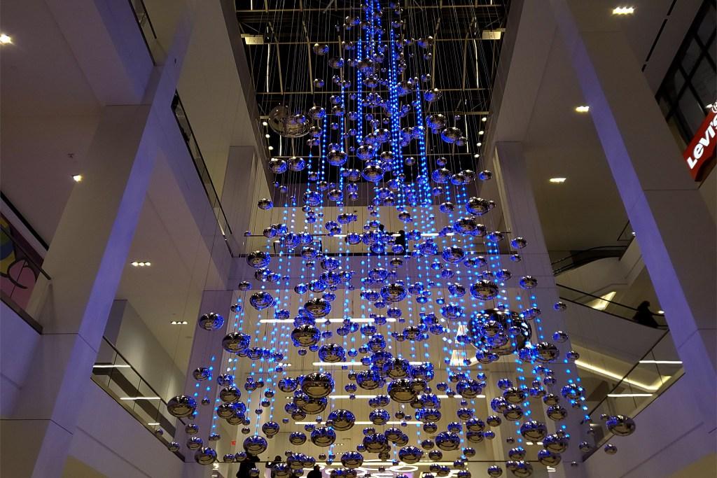 christmastree2019-fashiondistrict