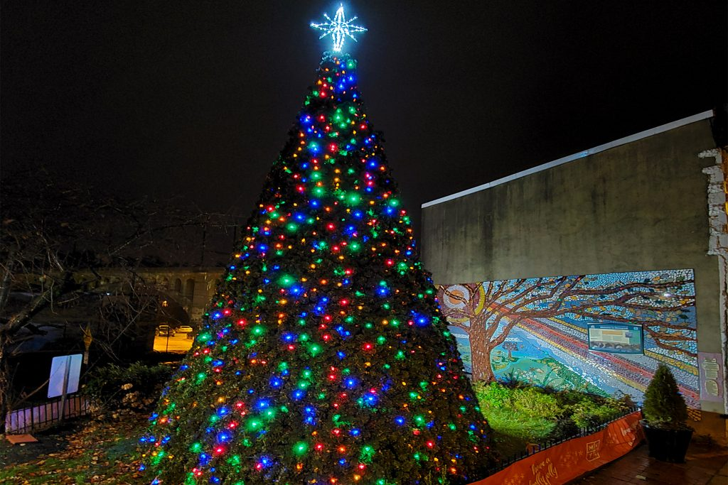 christmastree2019-manayunk