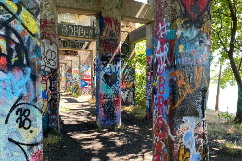 dphoto-june13-graffitipier04