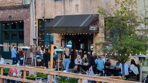 urbansaloon-outdoordining-crop