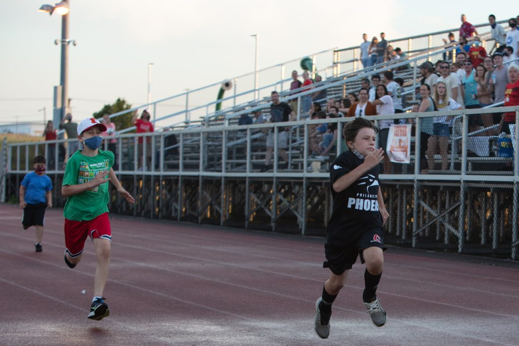 Kids were invited onto the track to race for a prize between the 1st and 2nd quarters