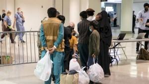 afghanrefugees-airportoem-11crop