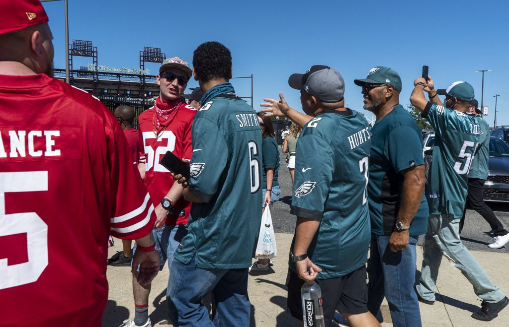 There were a surprising number of San Francisco fans out on the pavement